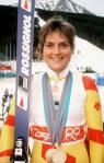 Karen Percy du Canada célèbre sa deuxième médailles de bronze en ski alpin aux Jeux olympiques d'hiver de Calgary de 1988. (Photo PC /AOC)