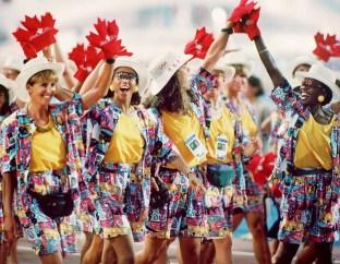 Les athlètes canadiens défilent lors d'une cérémonie d'ouverture