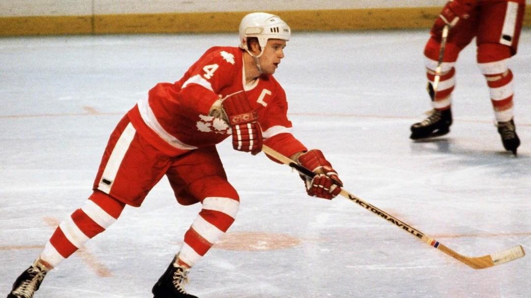 Randy Gregg en action sur la glace.