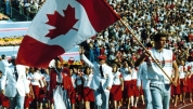 Des Canadiens paradent lors de la Cérémonie d'ouverture