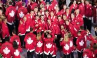 Un groupe d'athlètes se fait prendre en photo