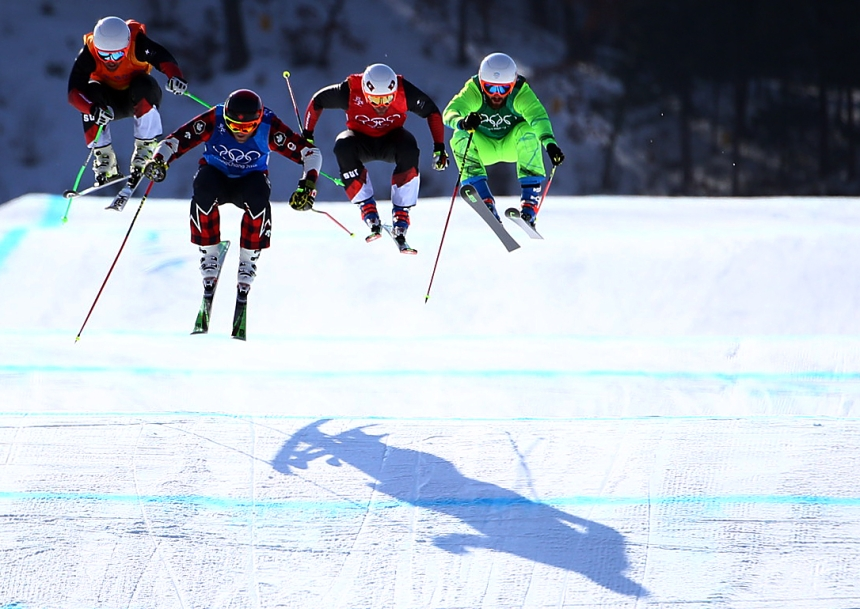 Le Canadien Brady Leman gagne sa demi-finale en ski cross au Parc de neige de Phoenix durant les Jeux olympiques d'hiver de PyeongChang 2018, en Corée du Sud, le 21 février 2018. (Photo : Vaughn Ridley/COC)