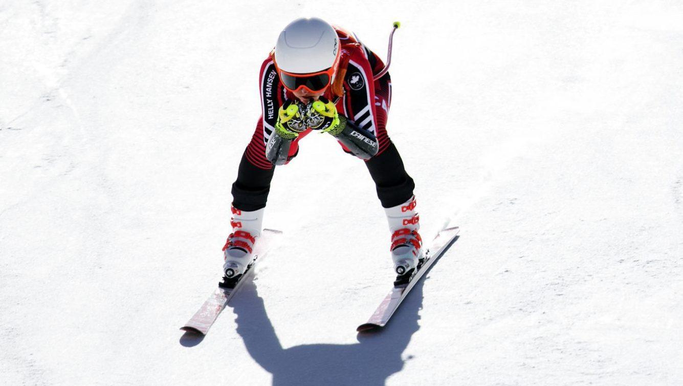 Valérie Grenier en position accroupie en descente