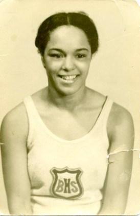 Barbara Howard, souriante.