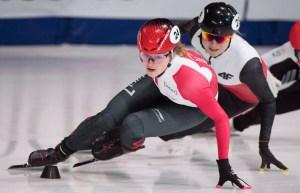 Kim Boutin négocie une courbe, mais sur la glace