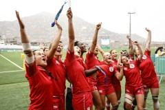 Équipe Canada célèbre sa médaille d'or en rugby féminin aux Jeux panaméricains de Lima 2019, au Pérou, le 28 juillet 2019. Photo David Jackson/COC