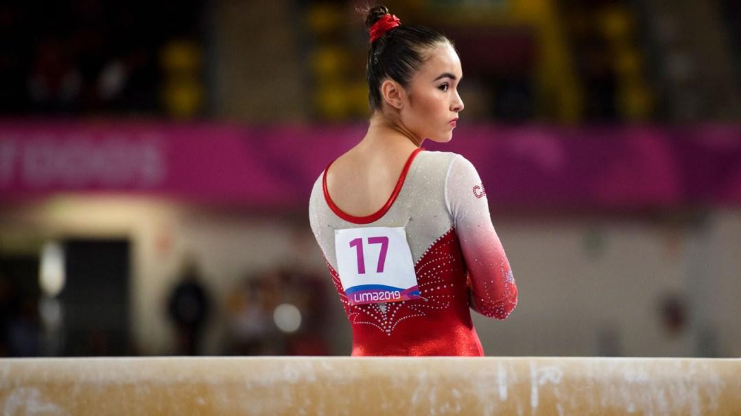 Victoria Woo se concentre avant de s'exécuter à la poutre aux Jeux panaméricains de Lima 2019