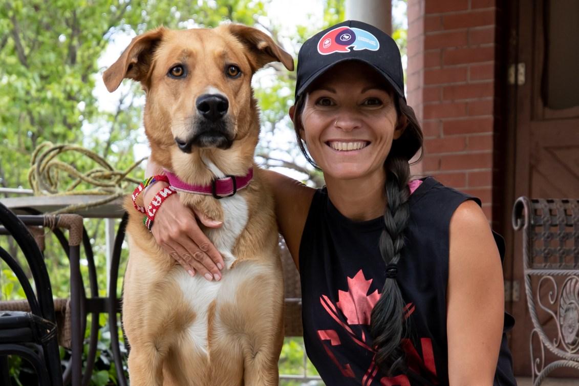 Lanni Marchant et son chien, Elle