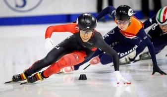 Alyson Charles en plein course lors des demi-finales de l'épreuve du 500 m féminin de la Coupe du monde ISU de patinage de vitesse sur courte piste à Calgary, le lundi 4 novembre 2018