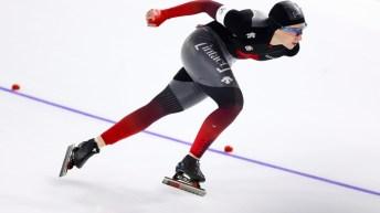 Une patineuse de vitesse en action