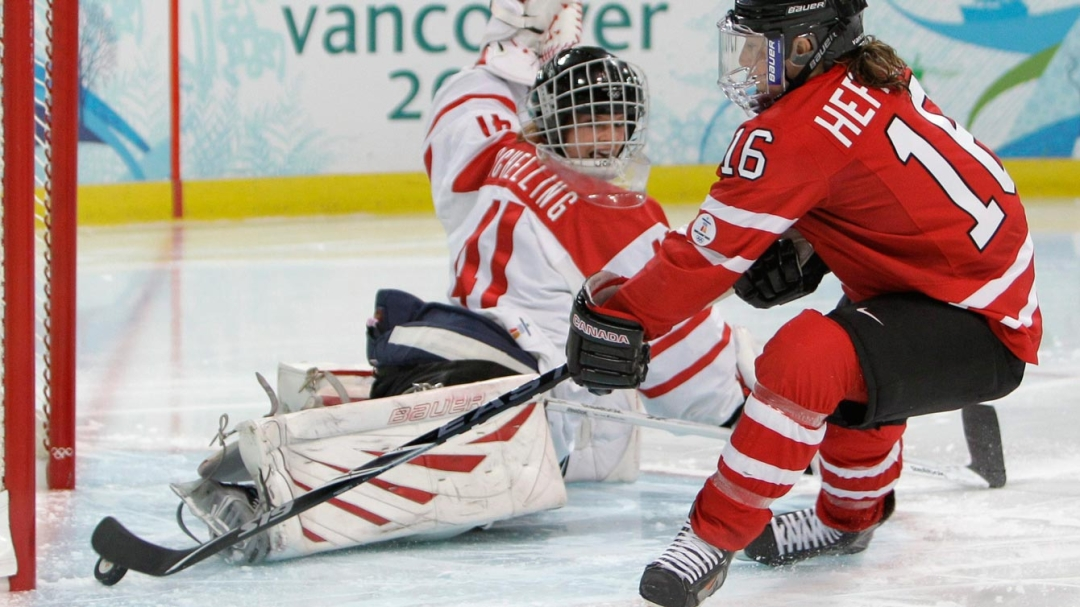 Hefford tries to put the puck behind the keeper