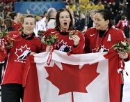 Jayna Hefford, Cassie Campbell-Pascall and Vicky Sunohara. La Presse Canadienne/Ryan Remiorz