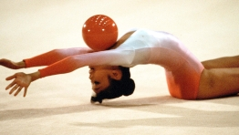 Lori Fung competes with her ball at Los Angeles 1984