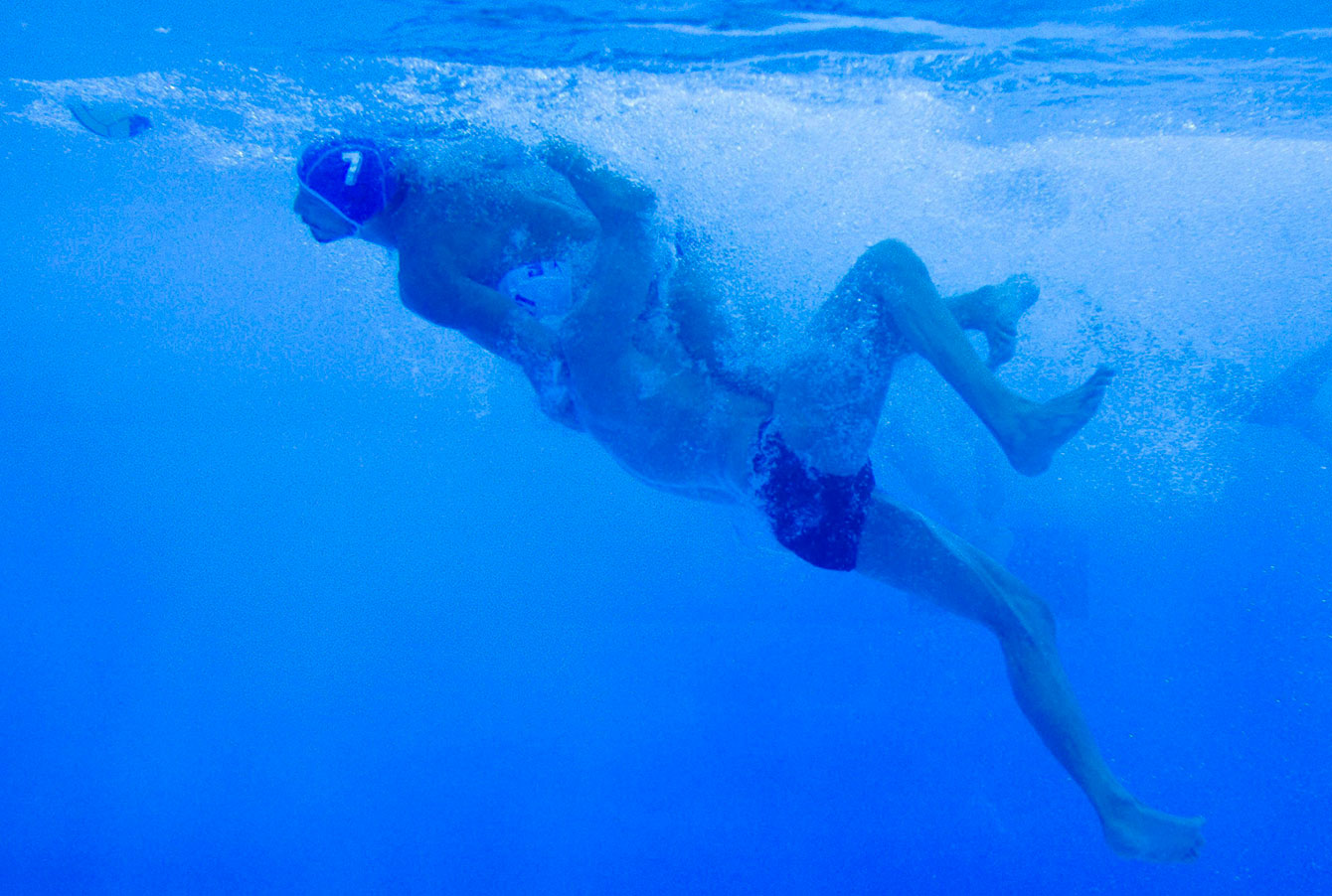 water-polo-underwater-