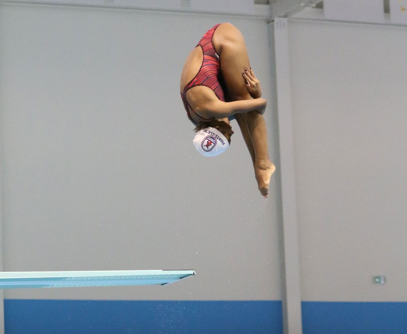 Jennifer Abel warms up while wearing a bathing cap. A report on April 1, 2015 indicates the cap is under review by FINA.