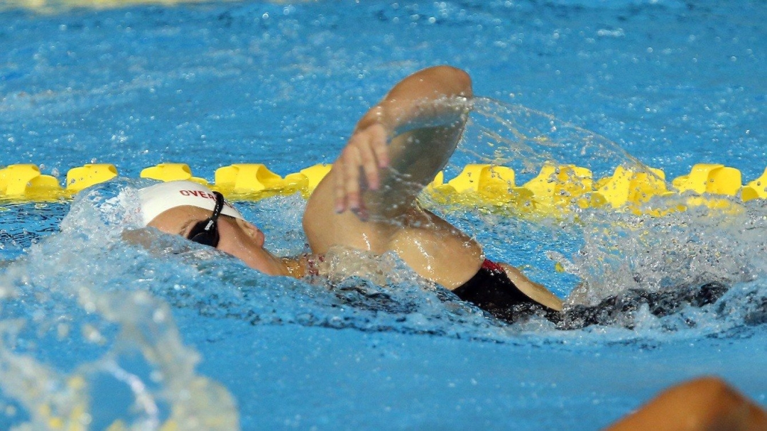 Emily Overholt competes in women's 400m freestyle.