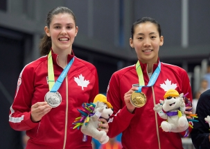 Rachel Honderich (left) holds up her silver medal next to Michelle Li, who won women's singles at TO2015.