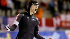 William Dutton celebrates his silver medal in the weekend's second 500m World Cup race in Calgary on November 15, 2015.