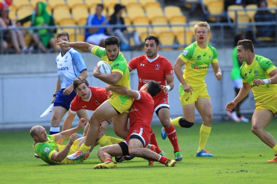 Canadian players tie up an Australian player in a tackle. (Photo: Martin Seras Lima)