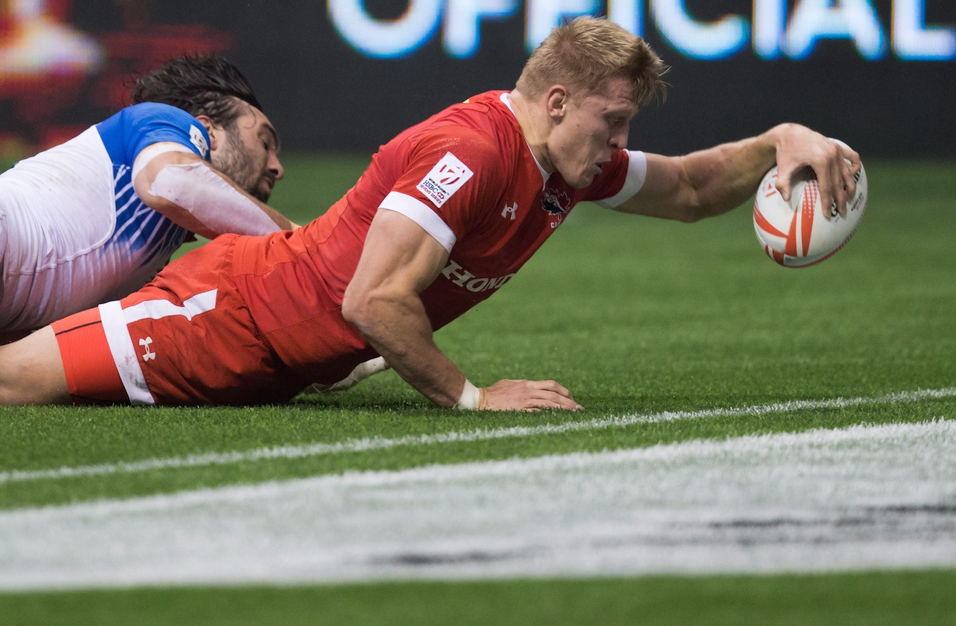 Canada's John Moonlight, right, scores the winning try in the final moments of play as France's Jean Baptiste Mazoue tries to stop him during World Rugby Sevens Series' Canada Sevens bowl final action, in Vancouver, B.C., on Sunday March 13, 2016. THE CANADIAN PRESS/Darryl Dyck