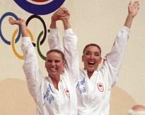 Canada's Carolyn Waldo (left) and Michelle Cameron celebrates their gold medal win in the synchronized swimming duet event at the 1988 Olympic Games in Seoul. (CP PHOTO/ COC/ Ted Grant) Carolyn Waldo (gauche) et Michelle Cameron du Canada célèbrent après avoir remporté une médaille d'or en nage synchronisée en duo aux Jeux olympiques de Séoul de 1988. (PC Photo/AOC)