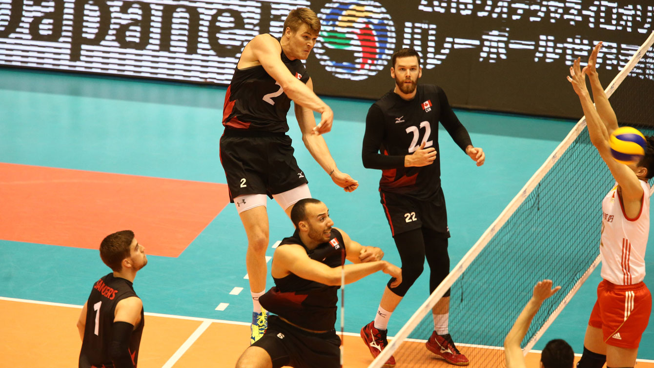 Gord Perrin (2) spikes past a Chinese block on June 5, 2016 in Tokyo at the final Olympic qualifying tournament for Rio 2016 (Photo: FIVB).