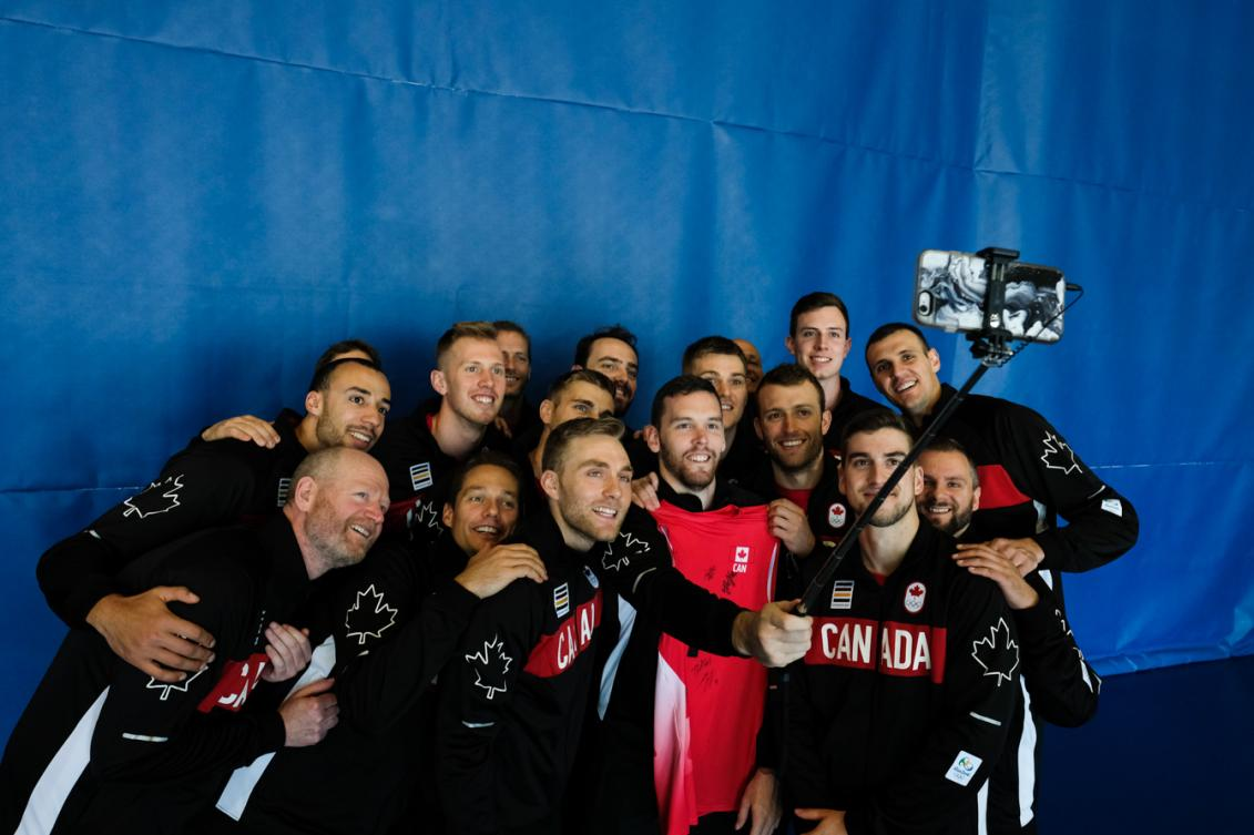 The Canadian Men's VOlleyball team posing for a selfie on July 22, 2016. (Thomas Skrlj/COC)