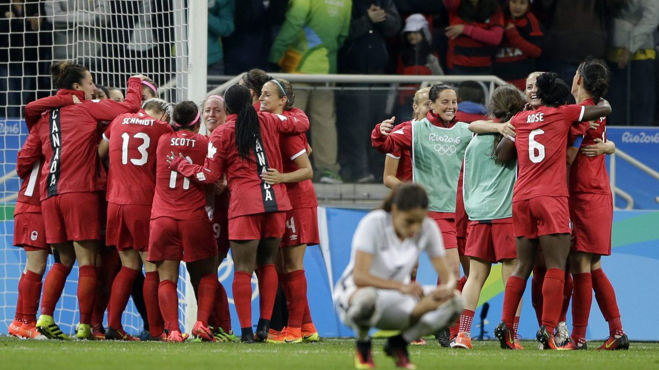 Canada's players celebrate after beating France in a quarter-final match of the women's Olympic football tournament between Canada and France in Sao Paulo, Brazil, Friday Aug. 12, 2016. Canada's won1-0 and went through to the semi-finals.(AP Photo/Nelson Antoine)