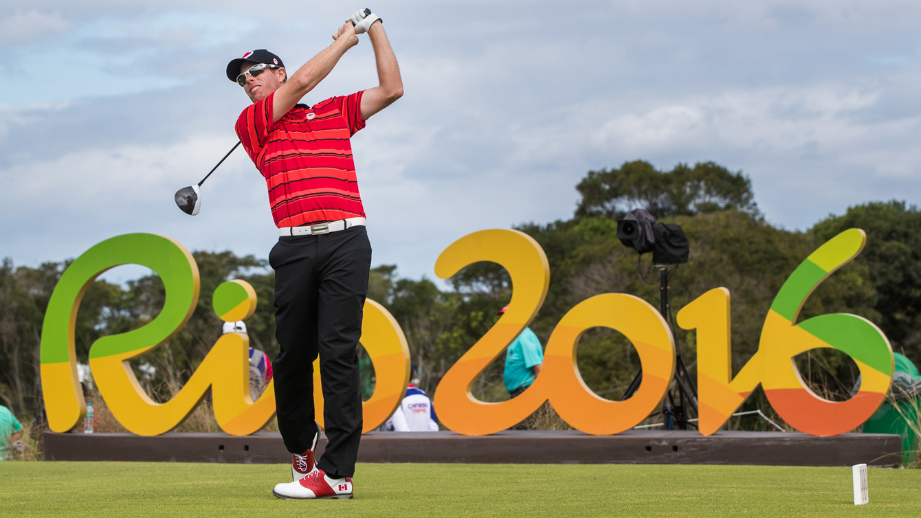 David Hearn tees off in front of Rio 2016 sign