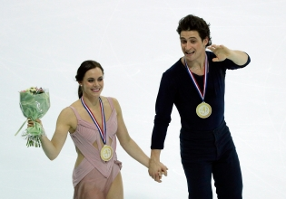 Tessa Virtue and Scott Moir of Canada celebrate their gold medals after winning the Ice Dance Program during ISU Grand Prix of Figure Skating Final in Marseille, southern France, Saturday, Dec. 10, 2016. (AP Photo/Christophe Ena)