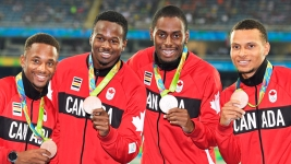 (L-R) Akeem Haynes Aaron Brown, Brendon Rodney and Andre De Grasse show off their 4x100m bronze medals at Rio 2016 on August 20, 2016. THE CANADIAN PRESS/Frank Gunn