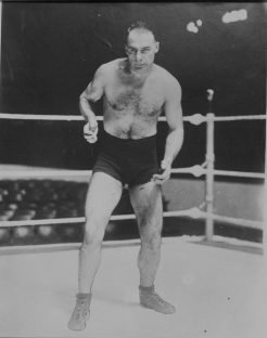 Lionel Conacher (Photo: Hockey Hall of Fame / Library and Archives Canada / PA-050711)