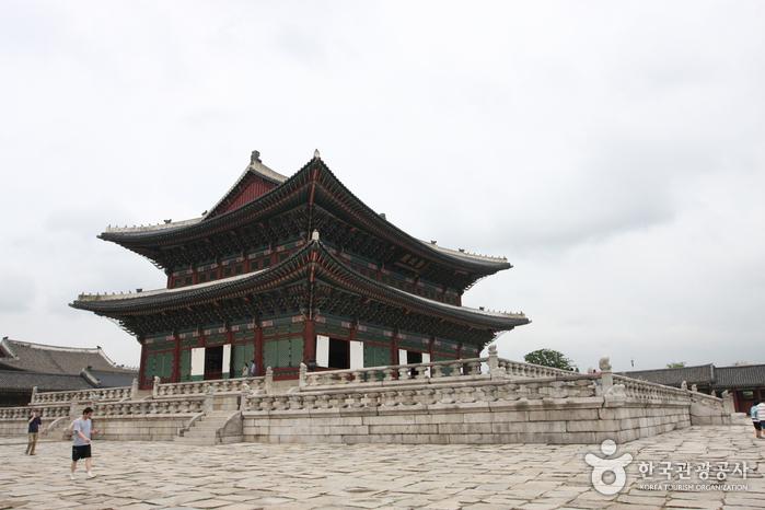 Team Canada - Korea 101 Tourism Gyeongbokgung Palace
