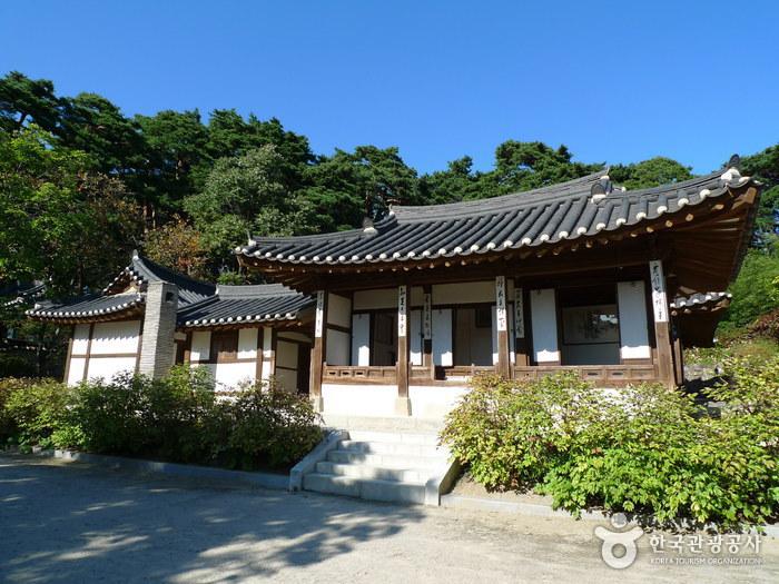 Team Canada - Korea 101 Tourism Ojukheon House