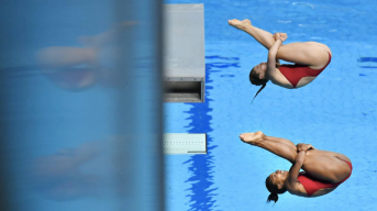 Divers competing