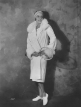 Suzanne Lenglen posing in her pre-match outfit. (Photo: cnn.com)