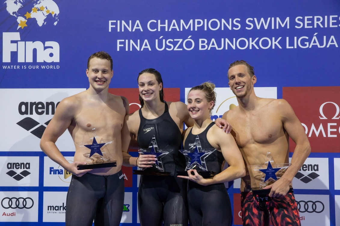 Justin Ress, Penny Oleksiak, Siobhan-Marie O'Connor and Jeremy Desplanches: winners of the 4x100m freestyle relay on the Budapest leg of the FINA Champions Swim Series