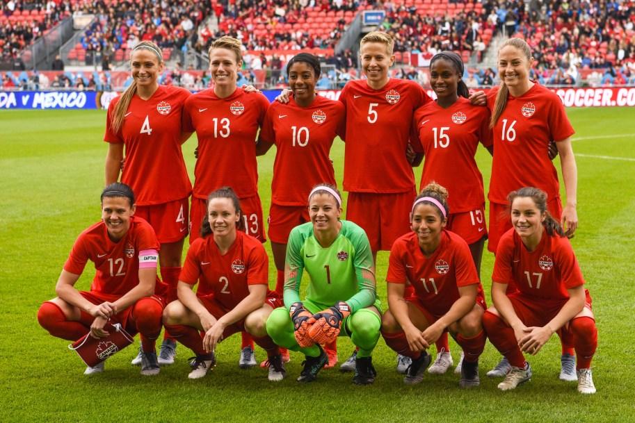 Team Canada womens national soccer team posing