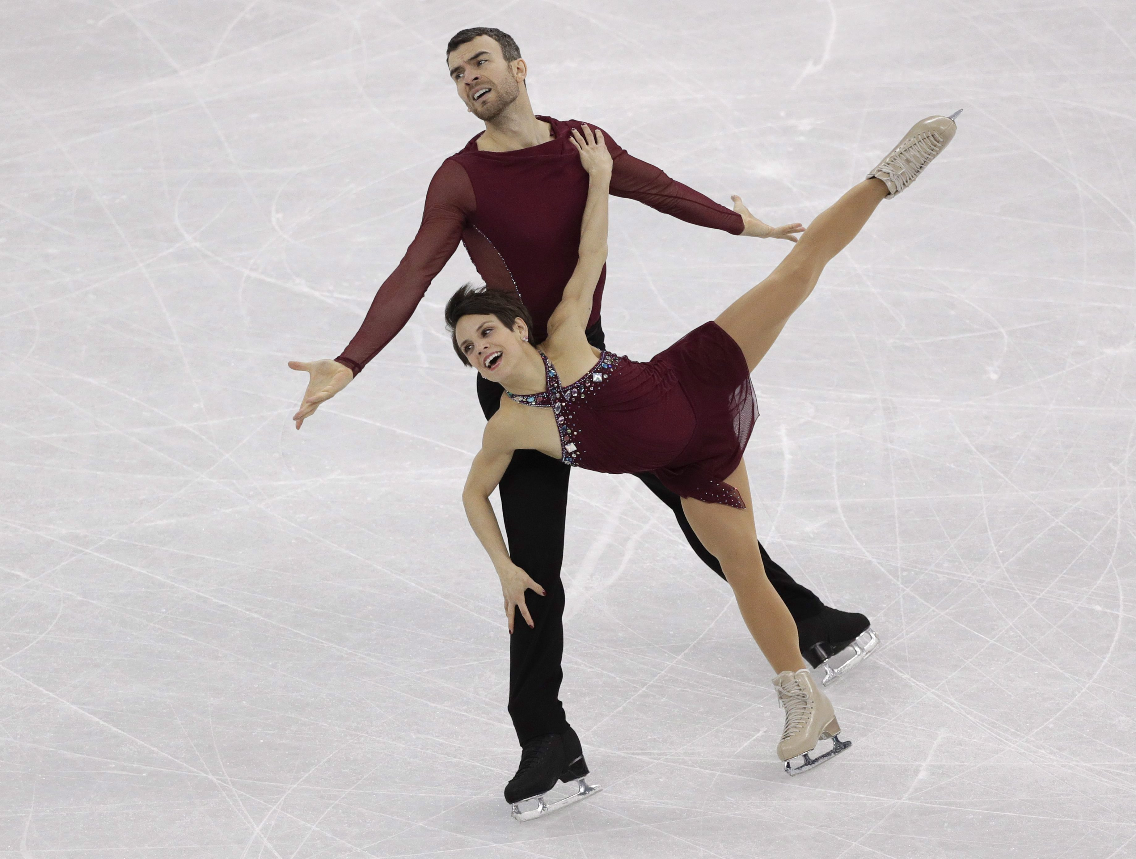 Meagan Duhamel and Eric Radford performing at 2018 Winter Olympics.