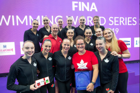 Canadian artistic swimming team posing