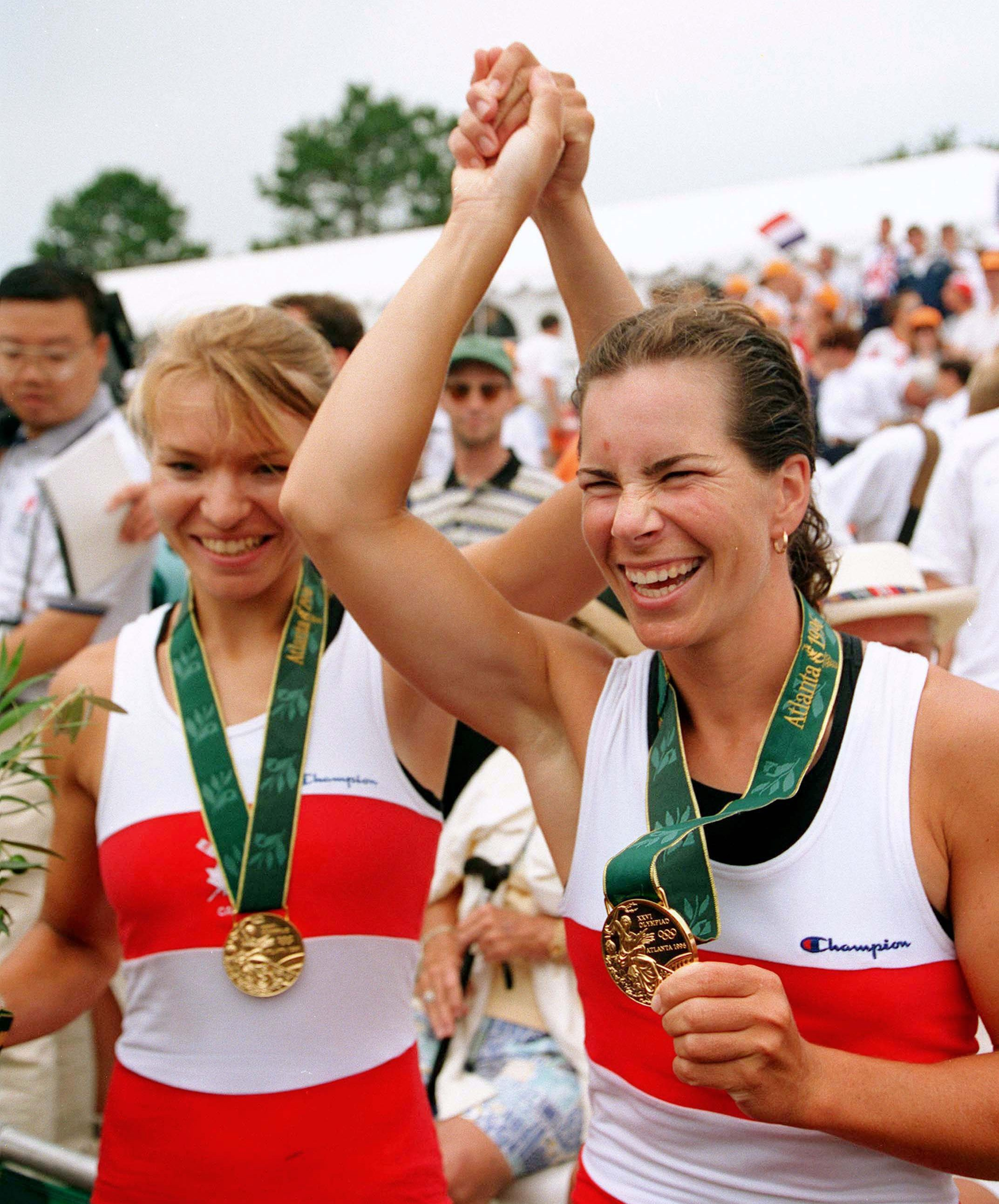 Marnie McBean and Kathleen Heddle with the gold medals at Atlanta 1996