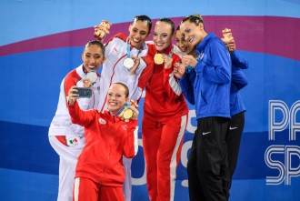 Claudia Holzner and Jacqueline Simoneau pose with other medalists
