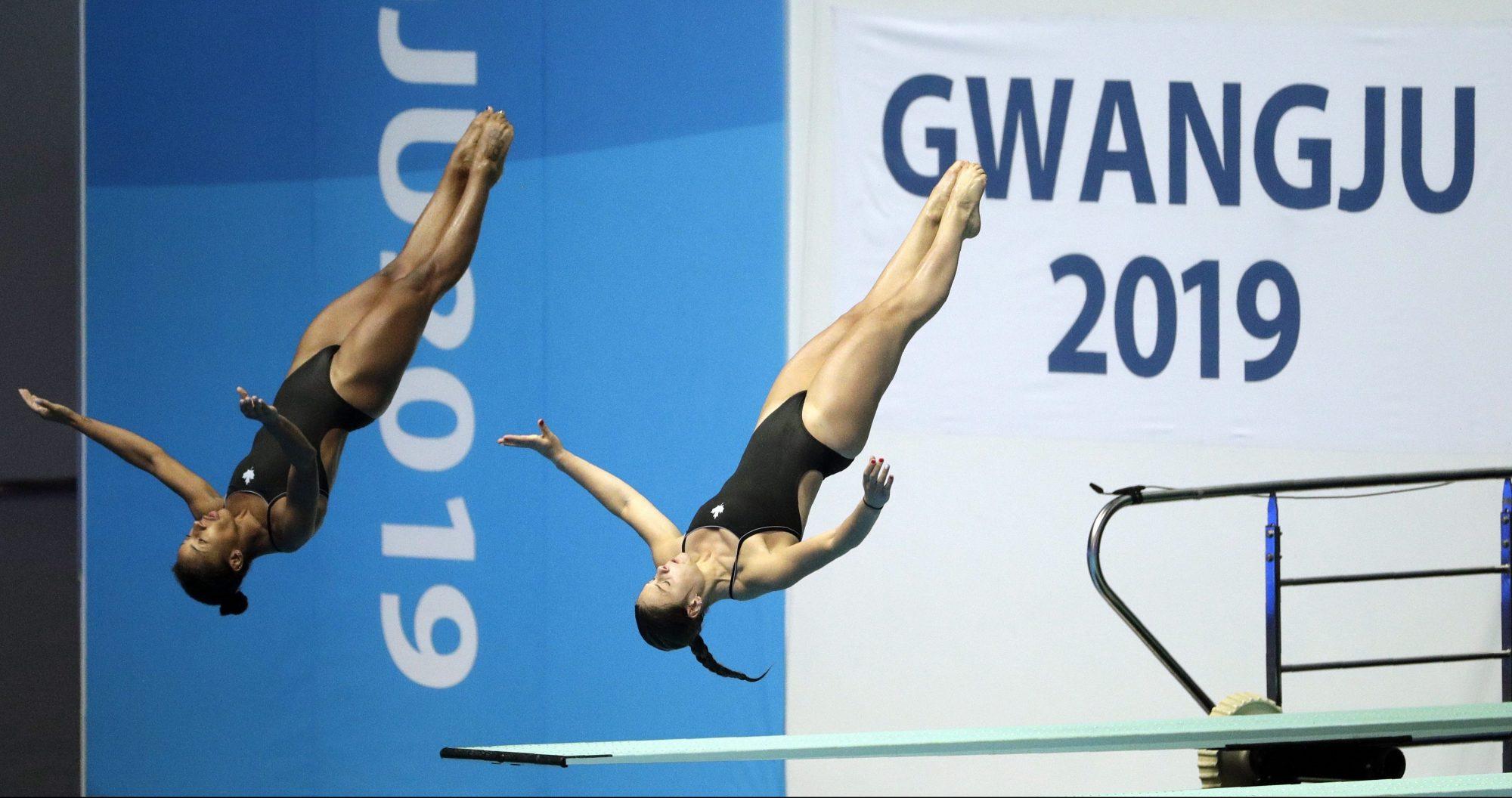 Jennifer Abel and Melissa Citrini Beaulieu mid dive
