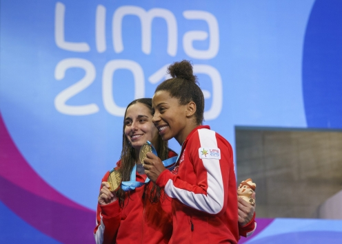 two divers pose with their gold medals