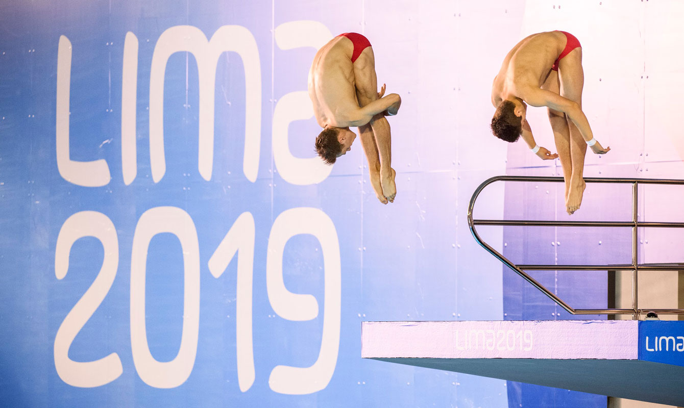 Vincent Riendeau and Nathan Zsombor-Murray mid-air during their dive at Lima 2019