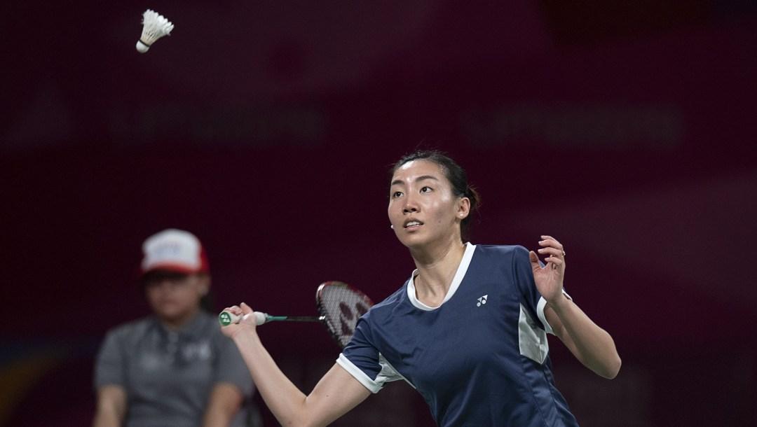 Michelle Li returns a shot