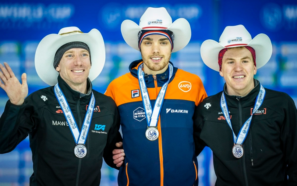 Ted-Jan Bloemen and Graeme Fish stand on the podium after capturing silver and bronze in speed skating
