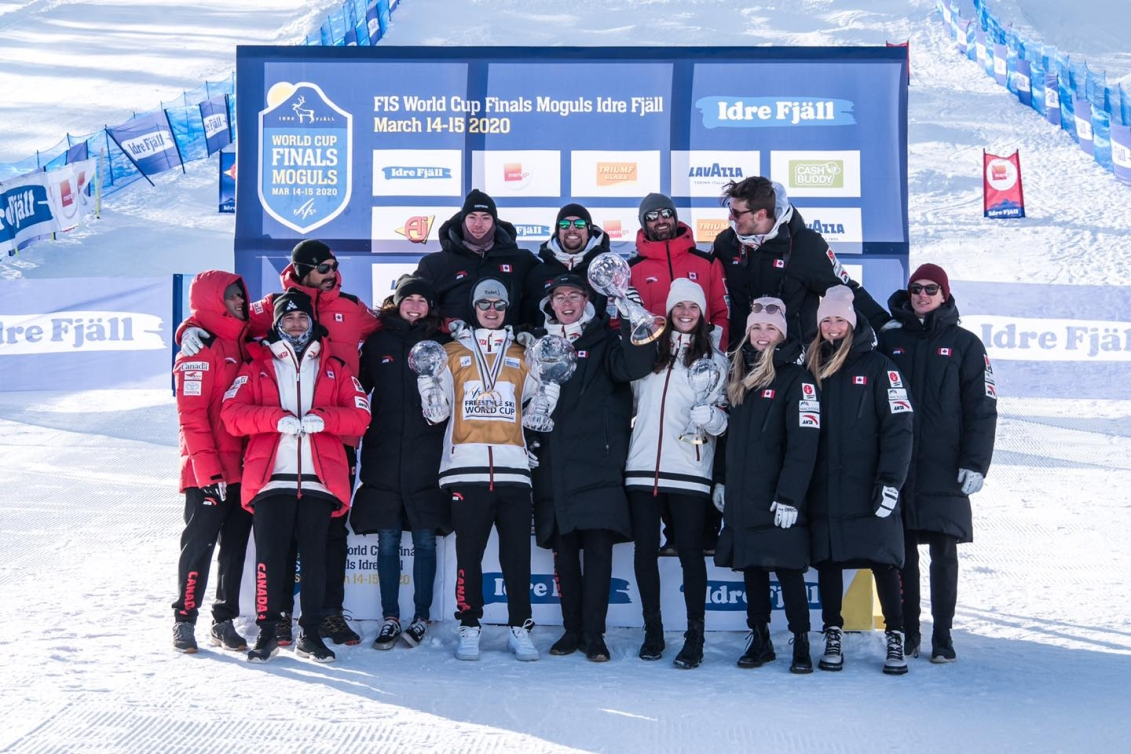 Canada's moguls team poses for a photo after being awarded the Nations Cup.