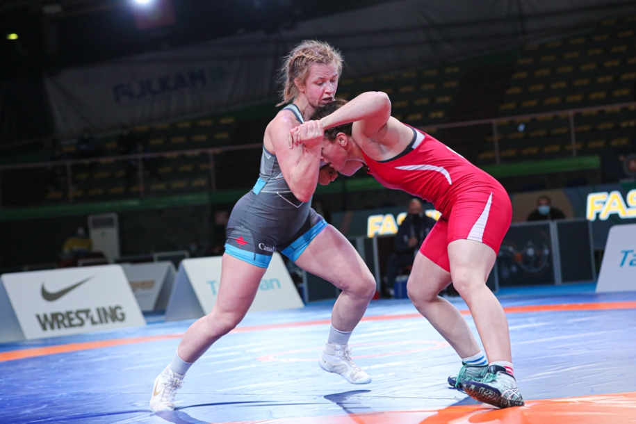 Canada's Erica Wiebe (left) holds off Egypt's Samar Hamza