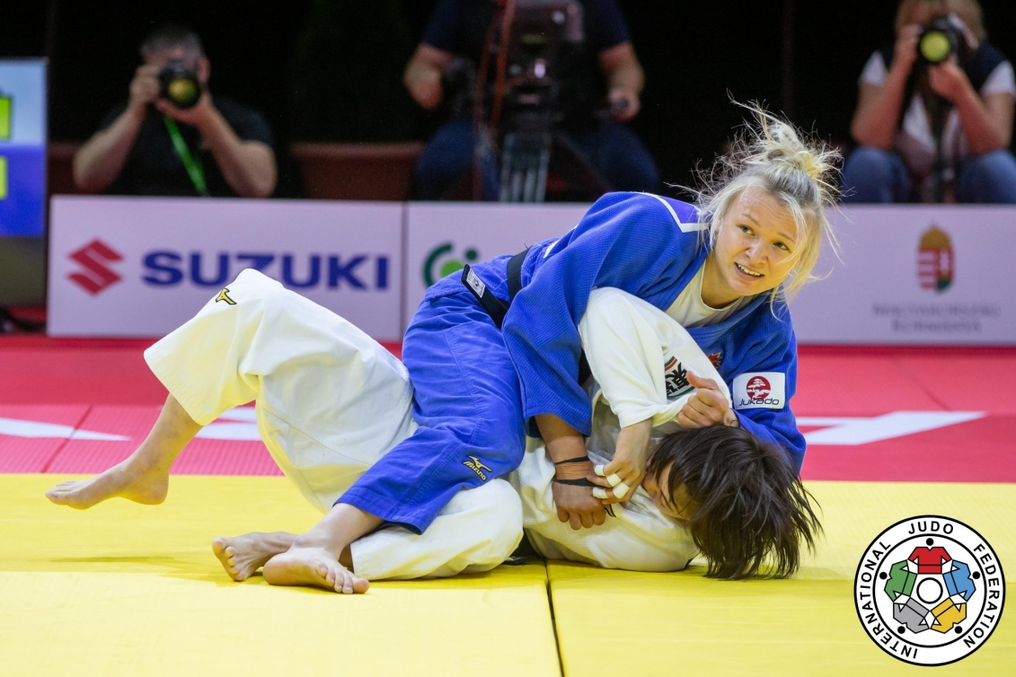 Jessica Klimkait looks to referee for confirmation of her win